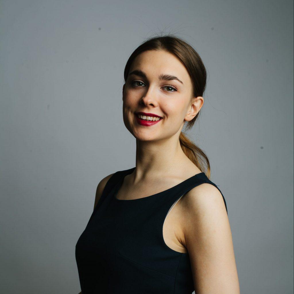 Женя Смирнова Руководитель группы продаж и внедрения облачных сервисов